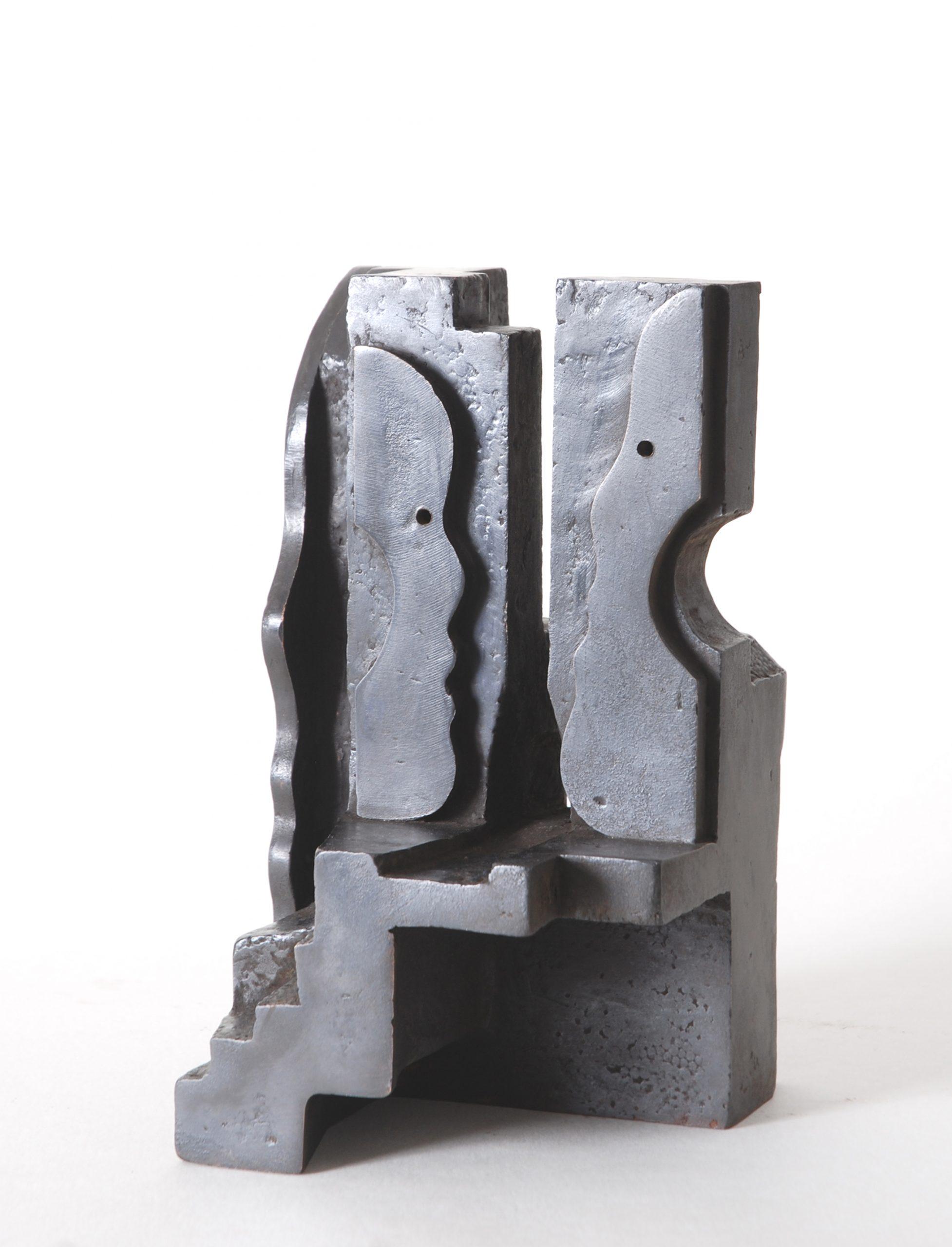 Bewoond huis - Rein Dool, 22 cm hoog. brons 2005
